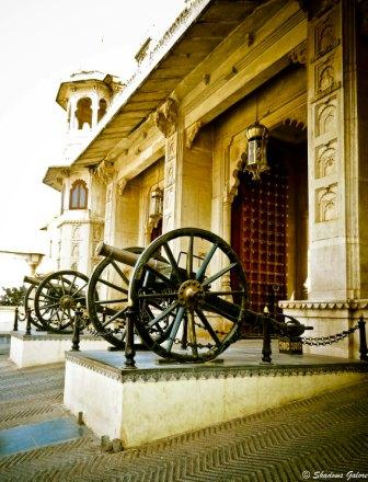 Udaipur_City_Palace-Cannons