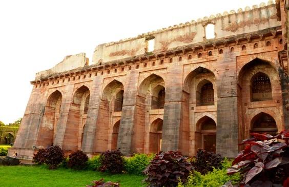 Mandu - Hindola Mahal1